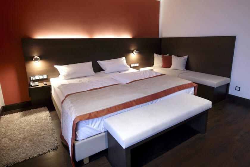 Betten der Zimmerkategorie Panoramasuite 131 Talseite im Hotel Diedrich in Hallenberg