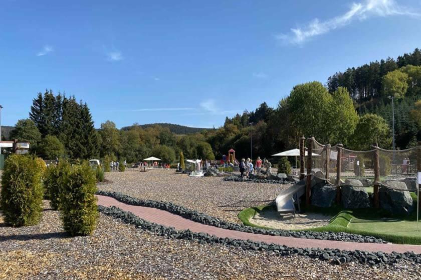 Spielfeld vom AdventureGolf in Winterberg-Hildfeld
