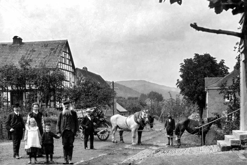 Gruppenfoto aus dem Jahre 1900 vor dem damaligen Hotel Diedrich