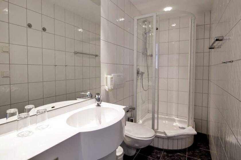 Badezimmer der Zimmerkategorie Doppelzimmer Stammhaus B im Hotel Diedrich in Hallenberg