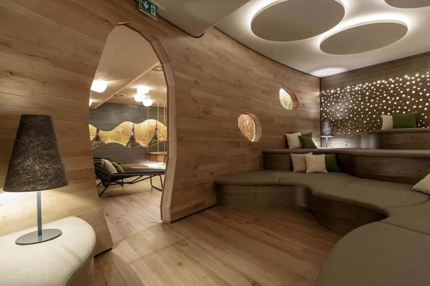 Innenaufnahme der sogenannten Baumhöhle im Ruhebreich des Hotel Diedrich